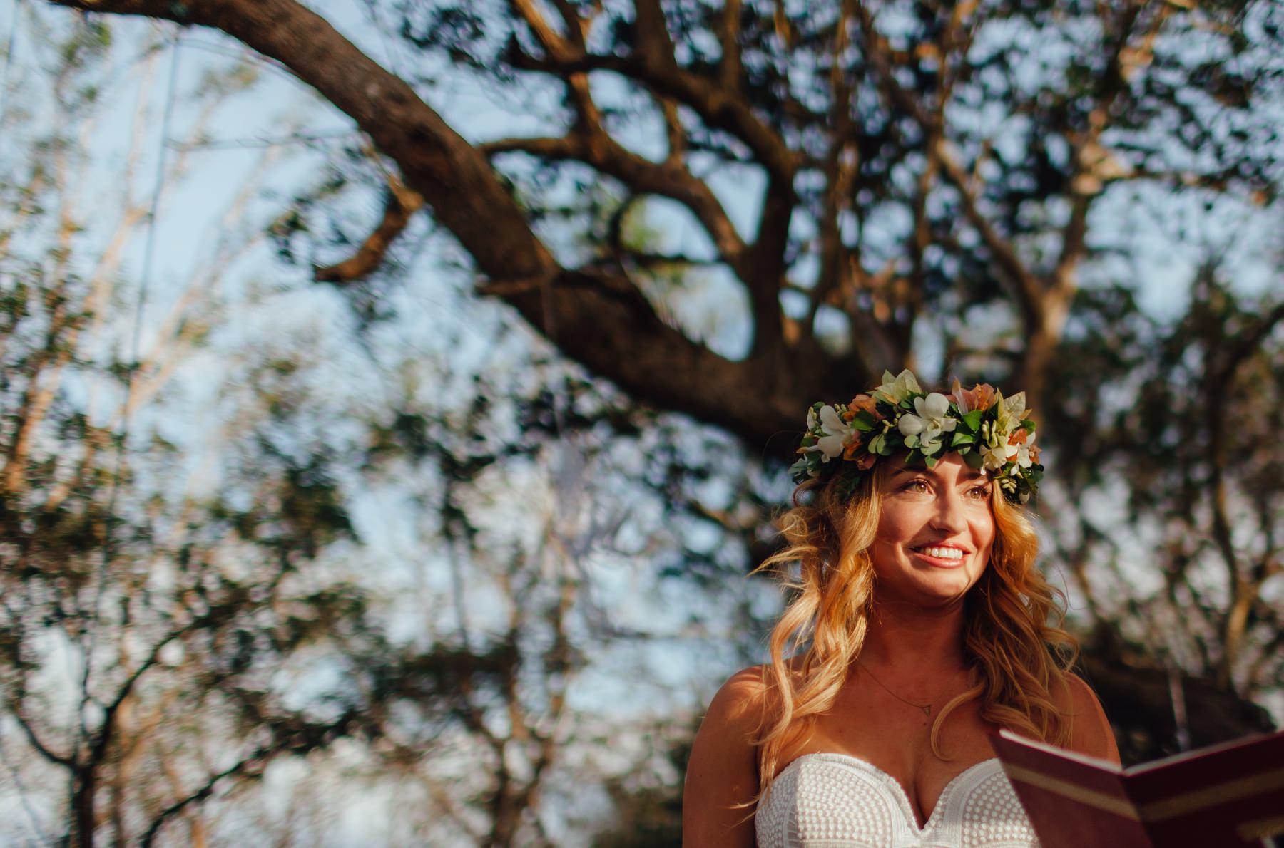 Bride under the tree Costa Rica
