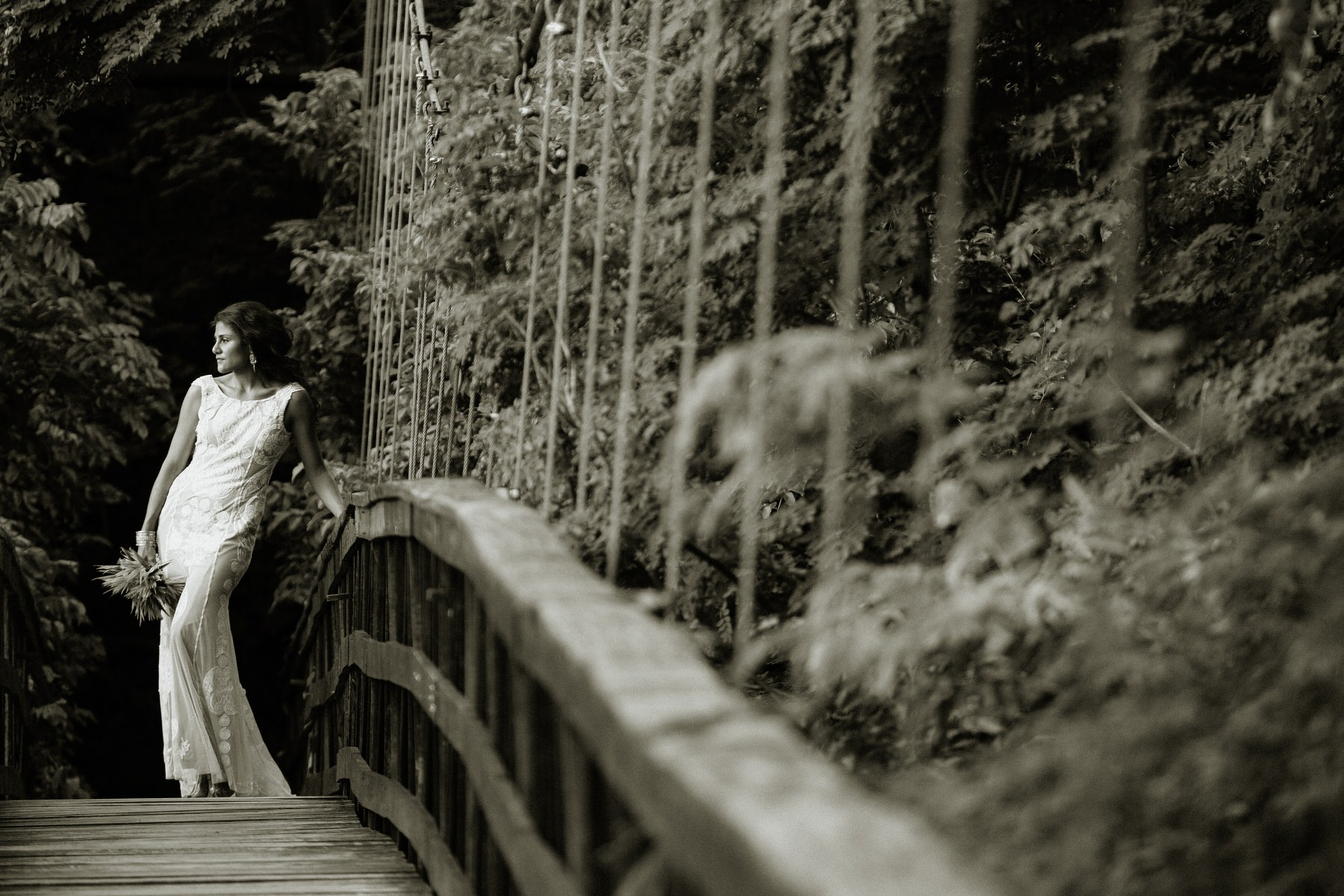 Bride at the bridge - tropical wedding Costa Rica