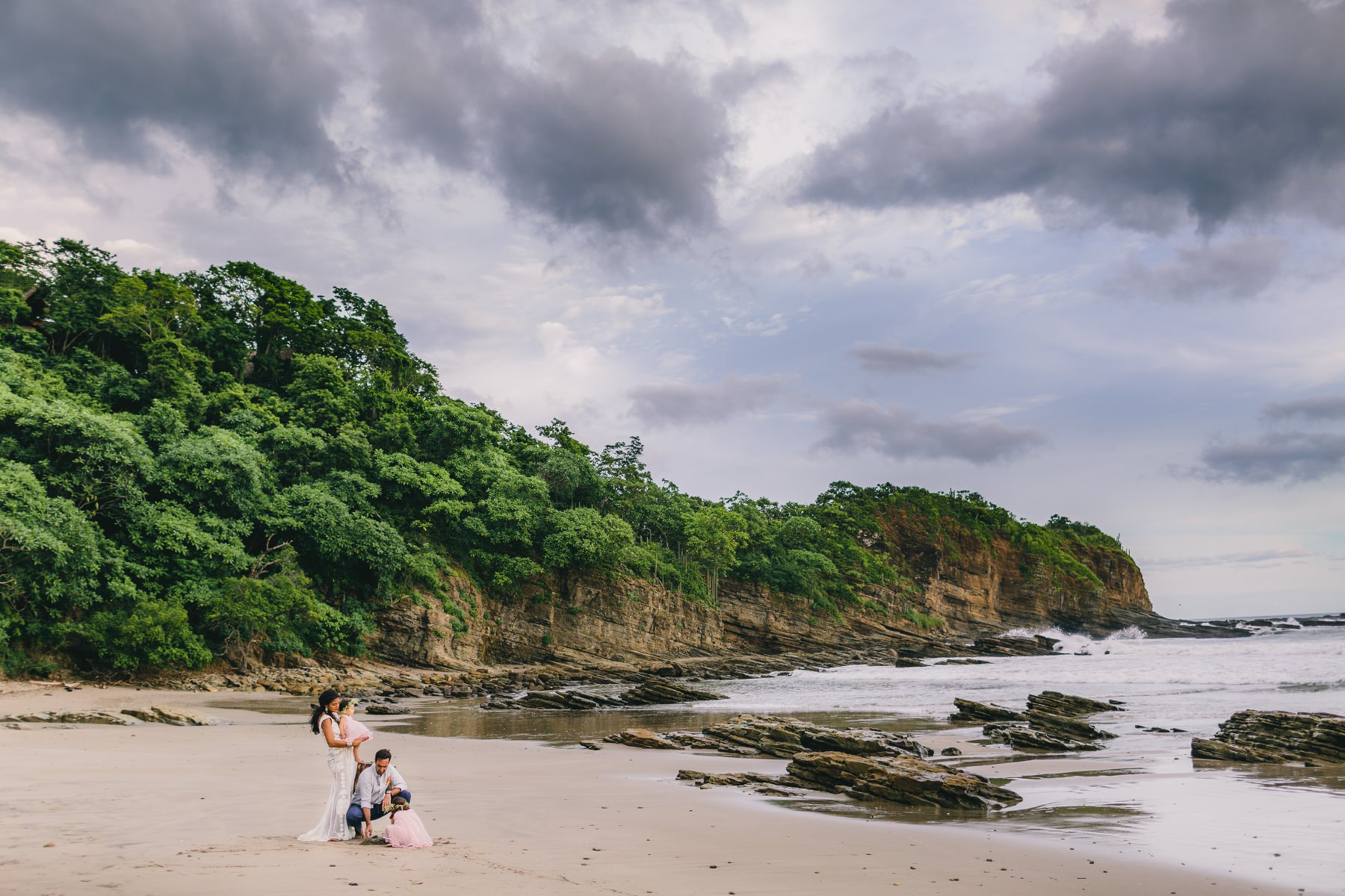 Costa Rica wedding photography - family at the beach
