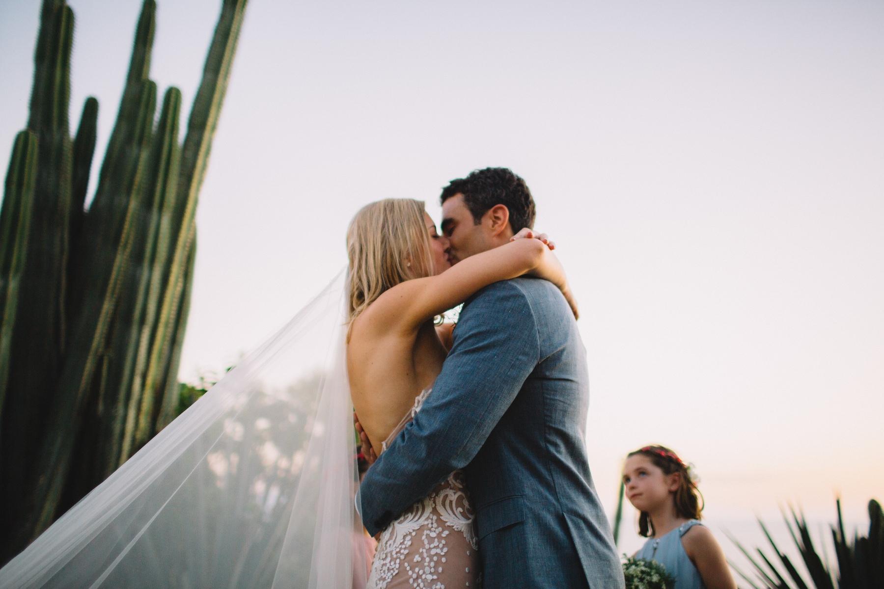 Wedding photographer Nicaragua. First Kiss